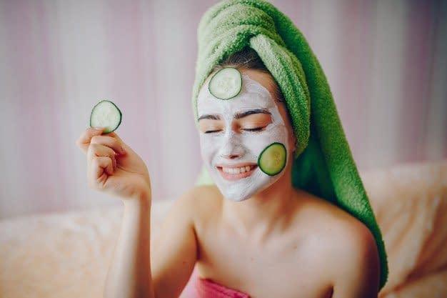 A Practical Overview of Facials, Facial Masks and Facial Kits. A Must Have For Busy Women Looking To Simplify Their Home Skin Care Routine Without Losing The Benefits Of A Beautician's Pro Touch. 4