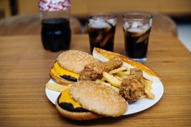 burger and fries with breaded chicken can lead to inflammation and joint pain.